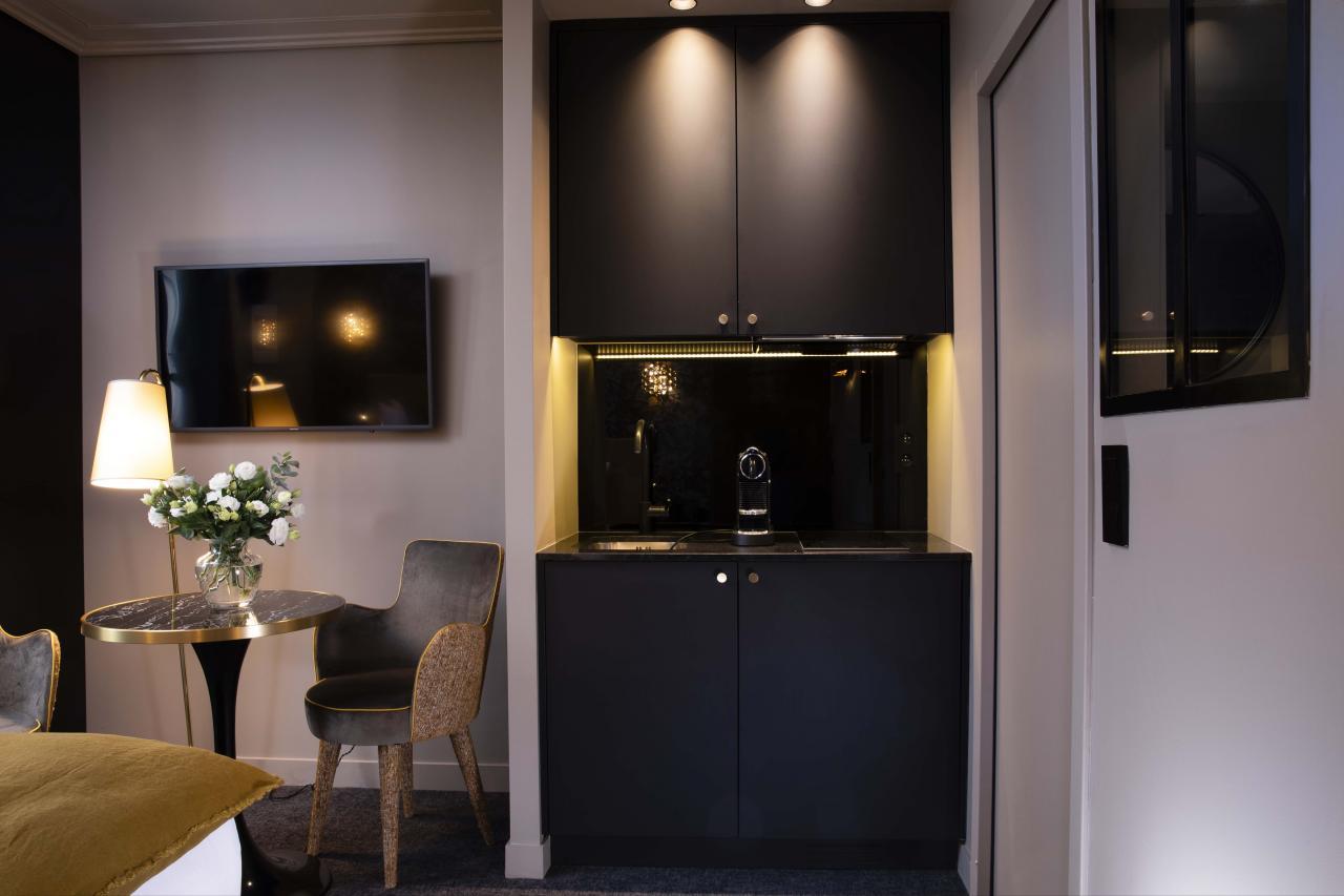 Rayz Eiffel - Studio