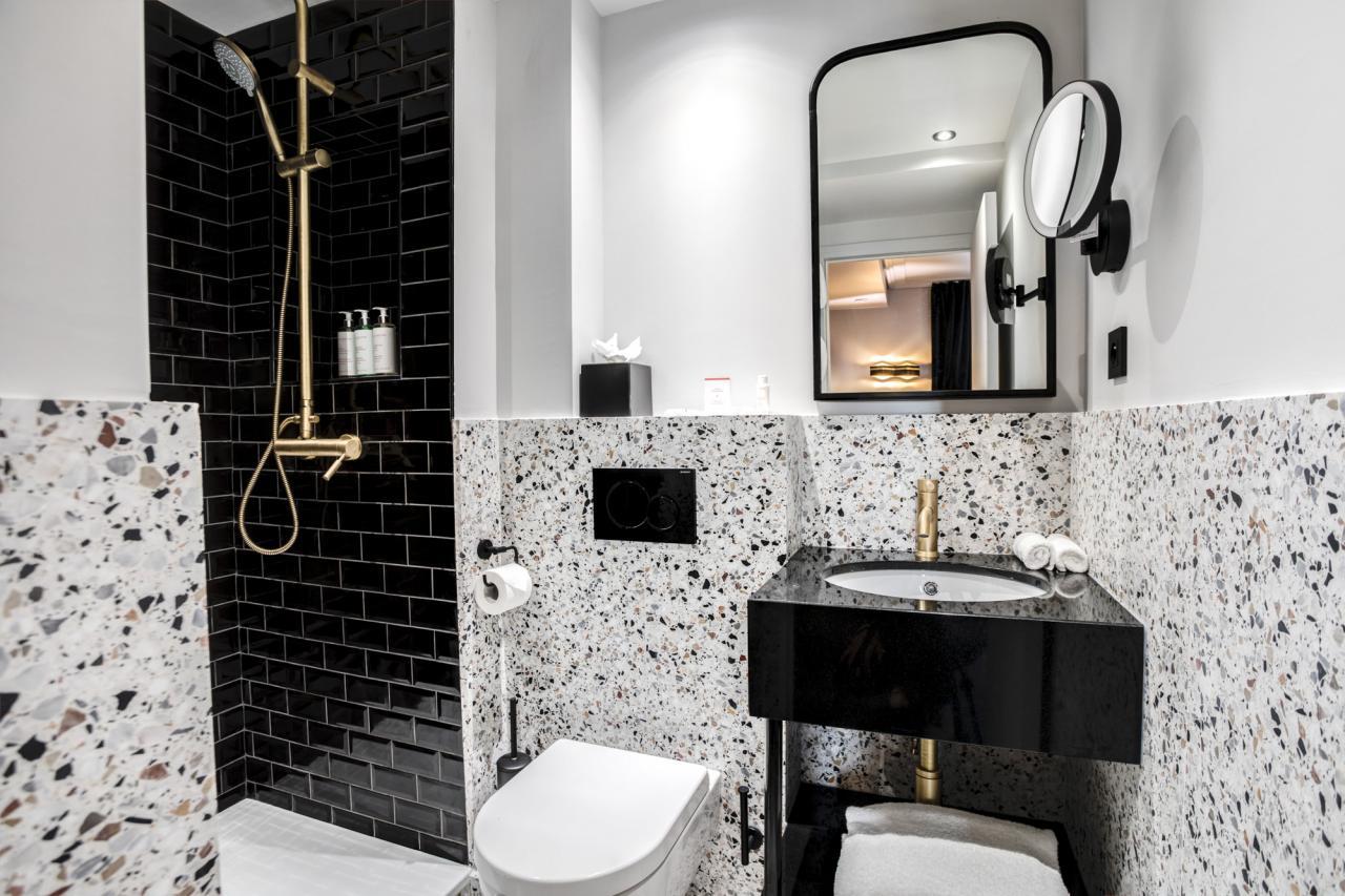 Rayz Eiffel - Studio - Bathroom